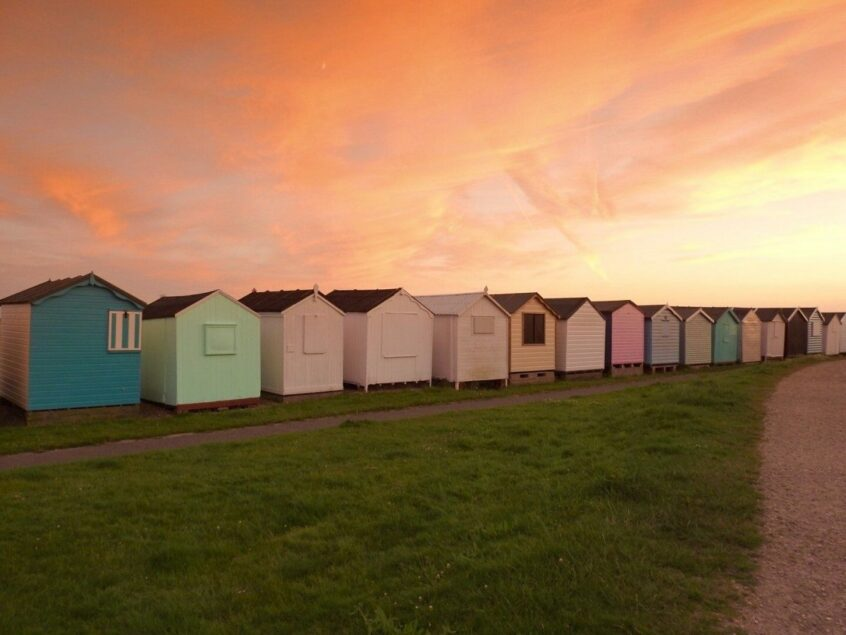 Pros and Cons to HIring out Your Beach Hut