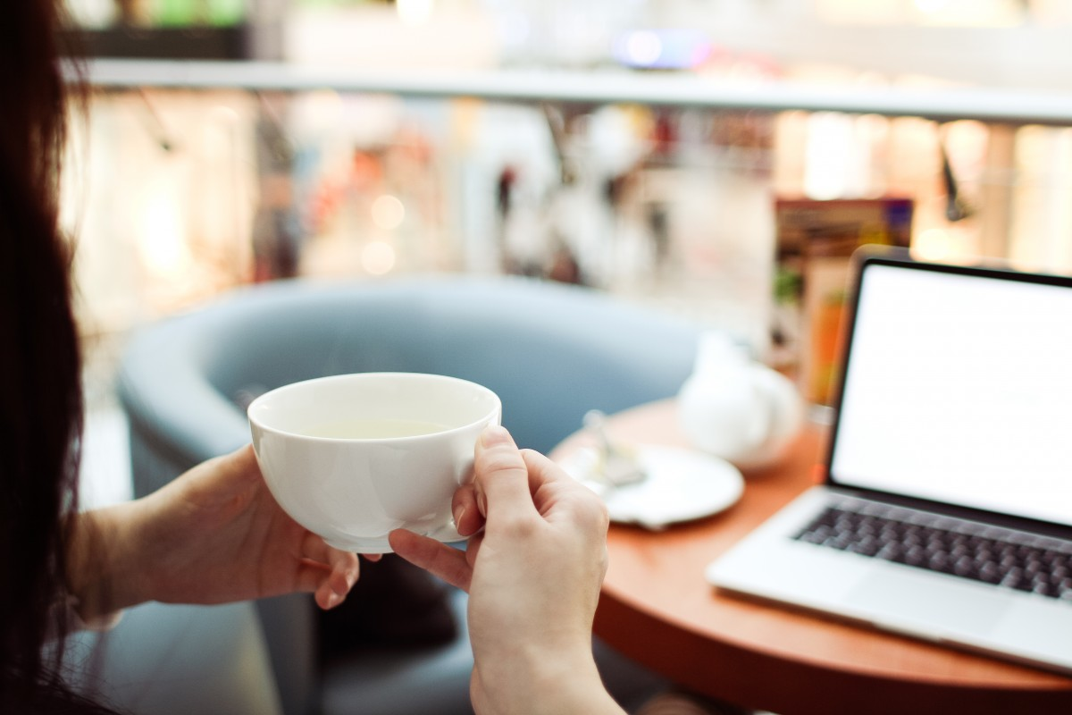 best youtube channels for mums lady with coffee cup and laptop